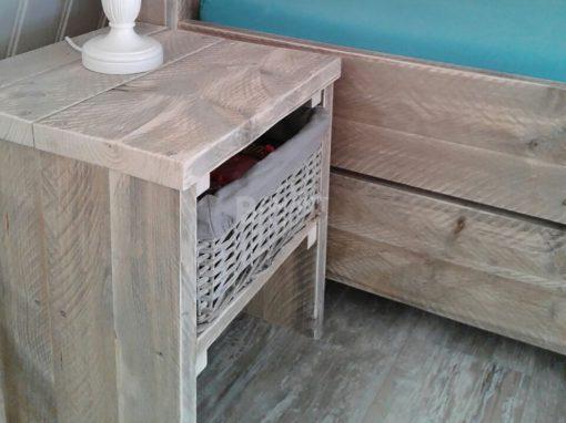 Simpel steigerhouten nachtkastje van steigerhout
