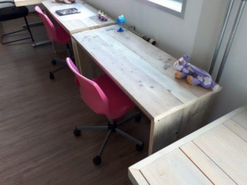 teigerhout kinderbureau met GRATIS roze bureaustoel