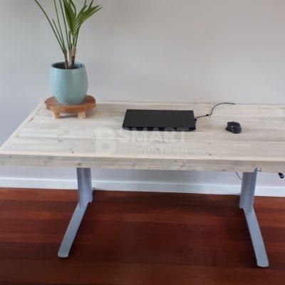 In hoogte verstelbaar steigerhout bureau